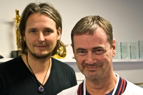 En bild på projektledaren Thomas Hall och tävlingsproducenten Christer Björkman, tagen i SVT:s lokaler.